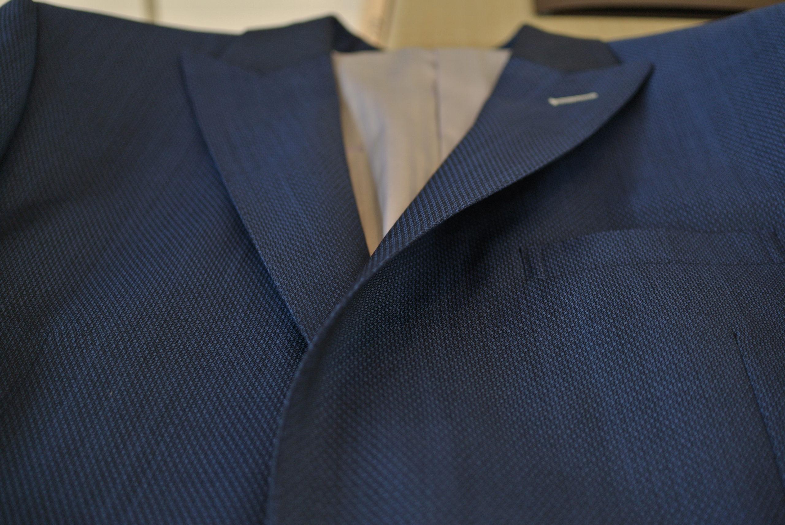 滑らかでストレートな繊維、かつ上品な光沢をもつモヘア。立体感のある織り活かした通気性の高い服地で夏を愉しむ 伊・カノニコ社 オーダースーツ アスター