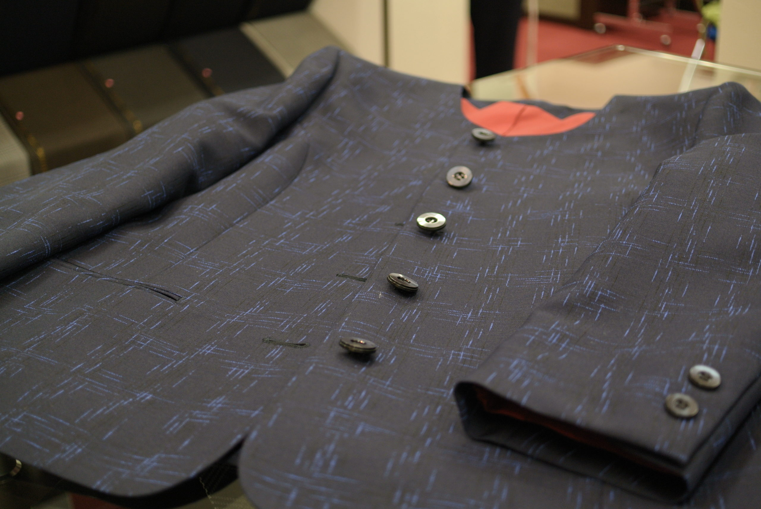 成長段階で繊維の質が変わってくるモヘア細く柔らかい、キッドモヘアを使った逸品 オーダースーツ アスター 千葉県・佐倉市うすい・八千代市村上